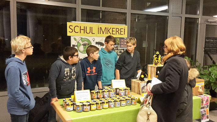 Tag_der_offenen_tuer Die Schulimkerei in Bergstedt in der Grundschule